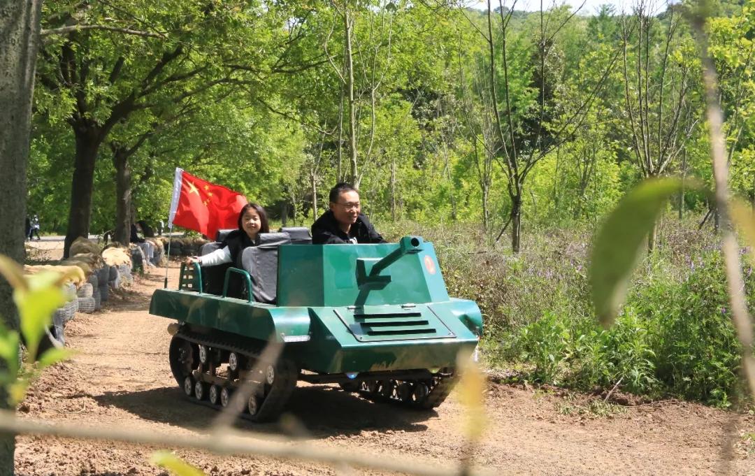 儿童滑雪场雪地坦克车 游乐坦克车设备 儿童坦克车厂家