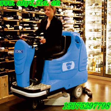 洗地机就选安徽易洁C65驾驶式洗地机