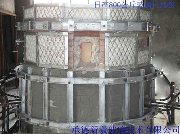 设计建造日产800公斤玻璃日池窑