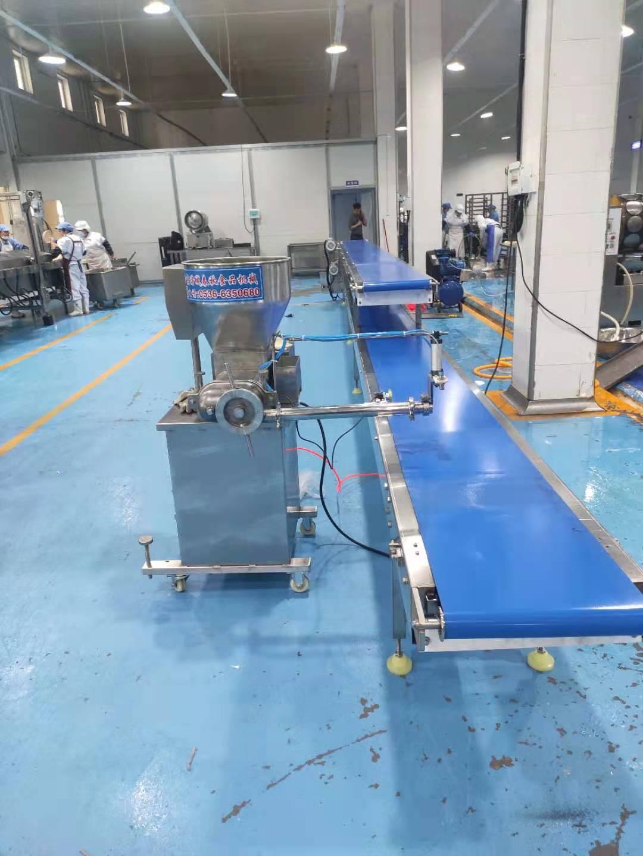 豆沙春卷生产线138 6364 6772提高春卷生产效率的流水线,春卷注馅输送机
