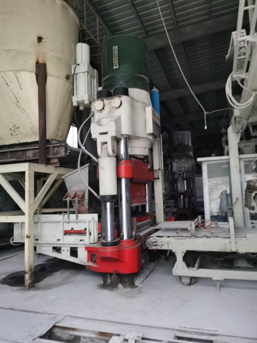 处理二手海源HF-1100D全自动液压砖机,九成新,设备完好