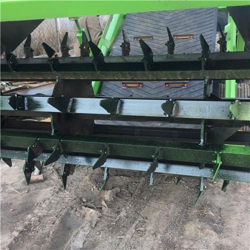 养牛场移动自走式青贮取料机 液压升降取草机