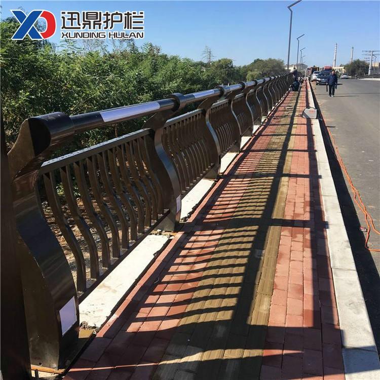 302不锈钢复合管隔离栏杆|桥梁护栏多少钱一米