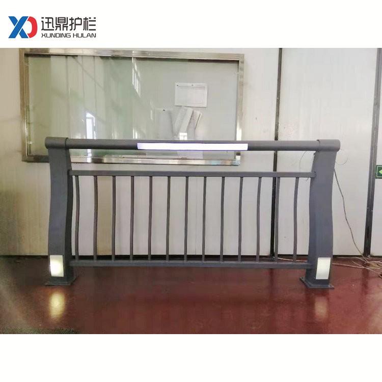 201不锈钢复合管隔离栏杆|桥梁护栏多少钱一米