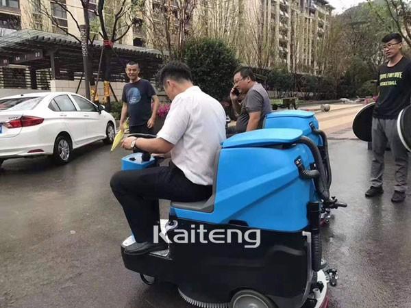 平顶山商场拖地车 南阳方城超市用的手推洗地机 厂家直销 免费试机