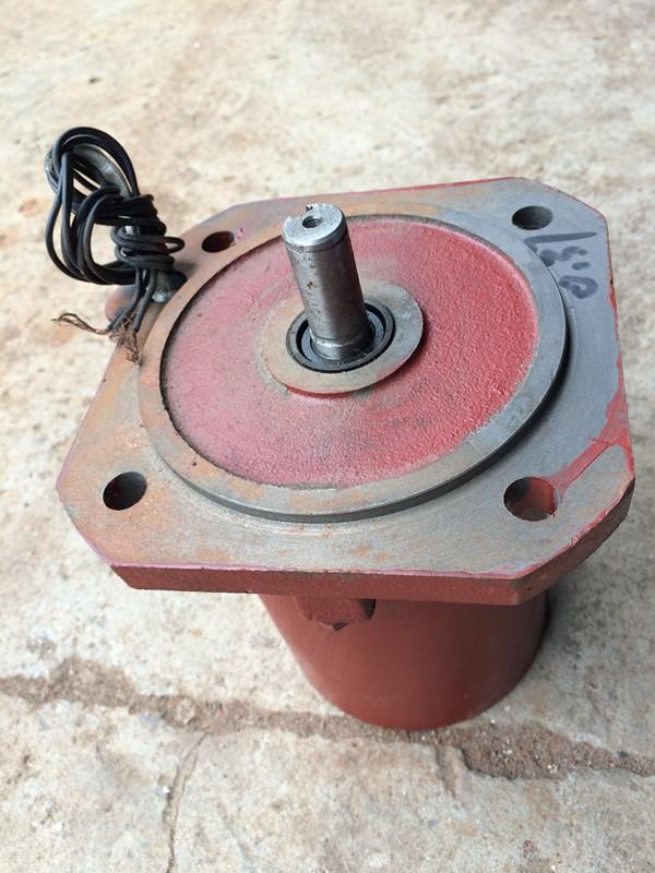 华通普通电机YDF-221-4 异步电机