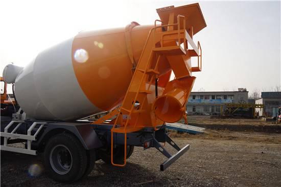 铲车式铲斗搅拌车限时优惠  0.8方装载机铲斗混凝土搅拌车现货