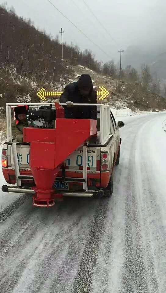 小型融雪剂撒布机 车挂式融雪剂撒布机 汽油机动力 除雪设备