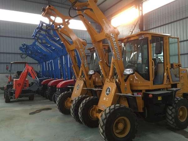 专业的厂家 专业的技术改装各种型号装载机挖坑机