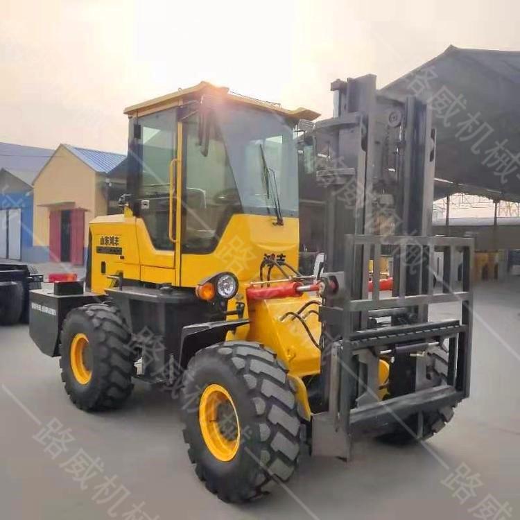 四驱3吨越野叉车 全新多功能装载式叉车 柴油越野叉车