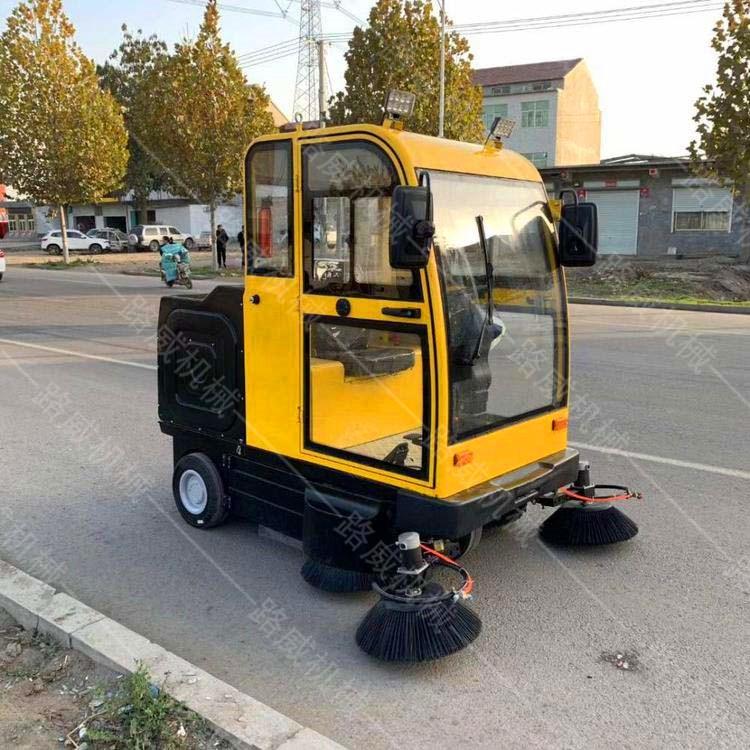 驾驶式纯电动扫地车 四川电动扫地车价格 路清扫车