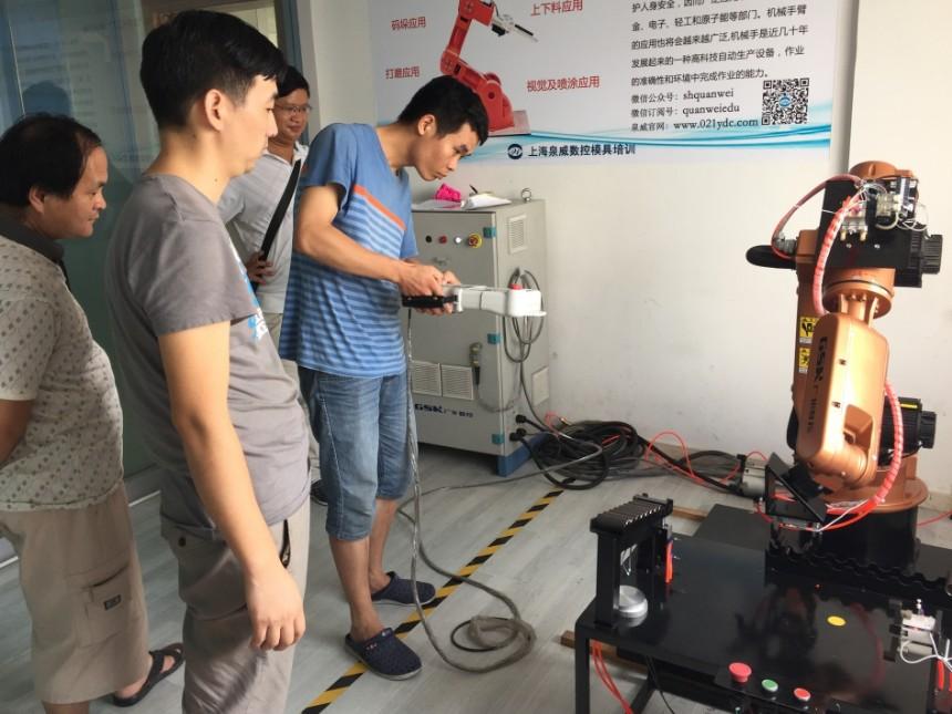 上海青浦工业机器人编程与操作培训
