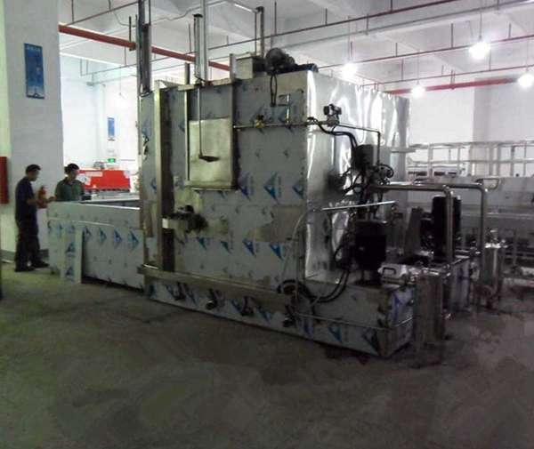 供应电机部件喷淋清洗机
