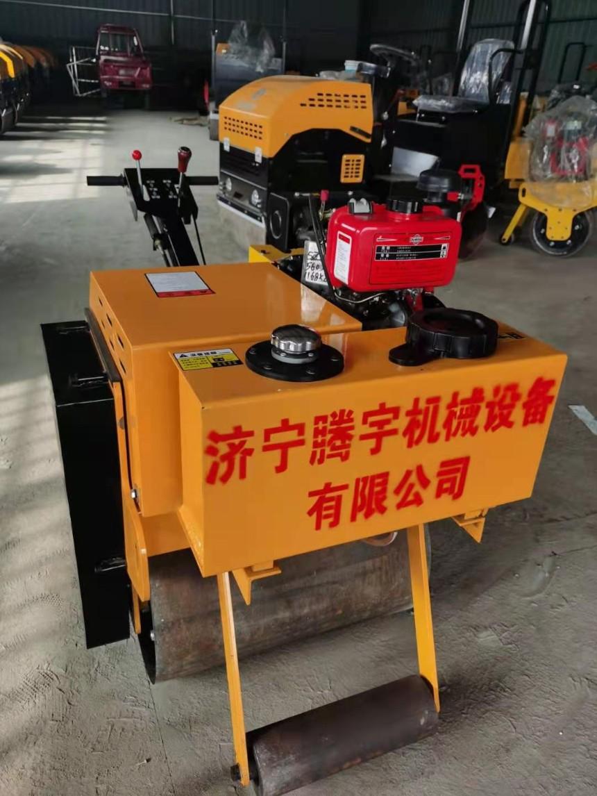 小型手扶单轮压路机,单轮重型压路机、手扶双轮柴油压路机、手扶双轮汽油压路机