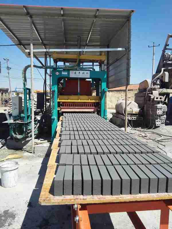 海南哪里生产水泥免烧砖机设备?