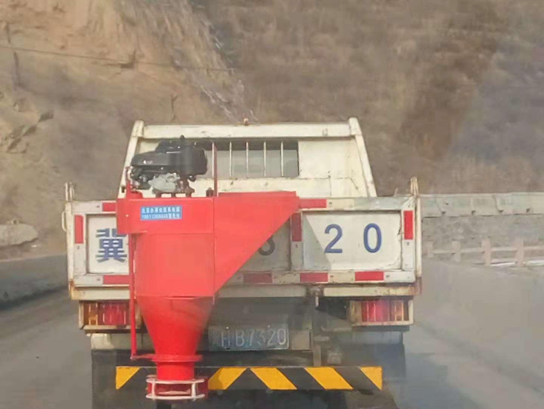 小型车挂式融雪剂撒布机路面除雪机冬季撒盐机