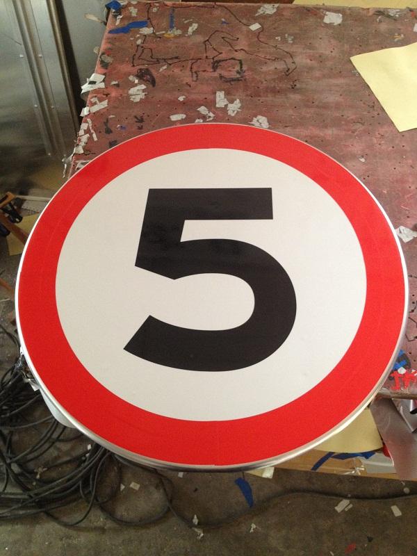 优利特60cm前方限速5km道路交通施工警告标识牌反光标牌指路牌
