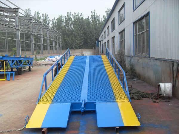 信阳市 师河区启运直销液压登车桥 装卸平台 液压卸货平台